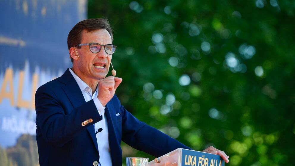 Moderatledaren Ulf Kristersson vid sitt sommartal i Ugglans Park i Strängnäs på lördagen.