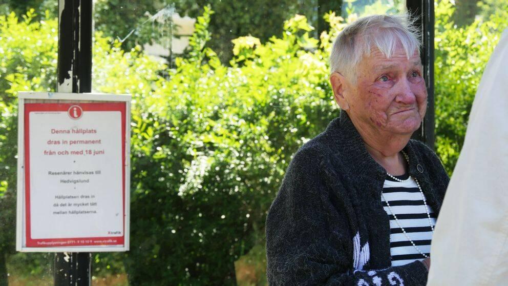 Kommunen tänker dra in 92-åriga Elvy Forslunds närmaste busshållplats.