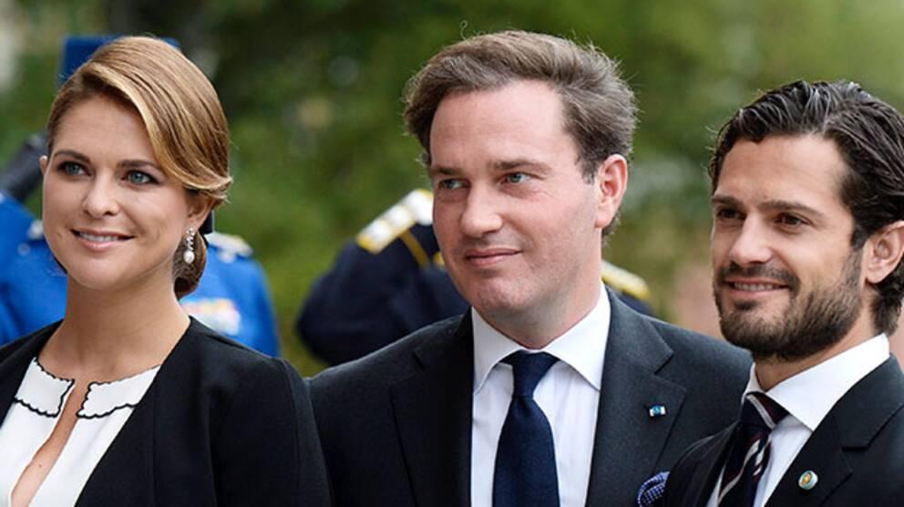 Prinsessan Madeleine tillsammans med maken Chris och prins Carl Philip.