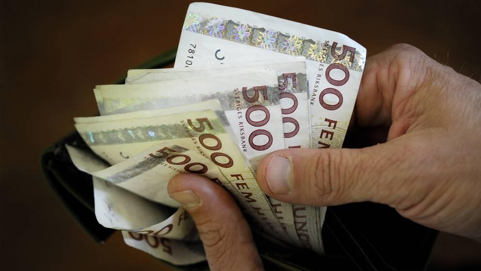 femhundralappar i en plånbok