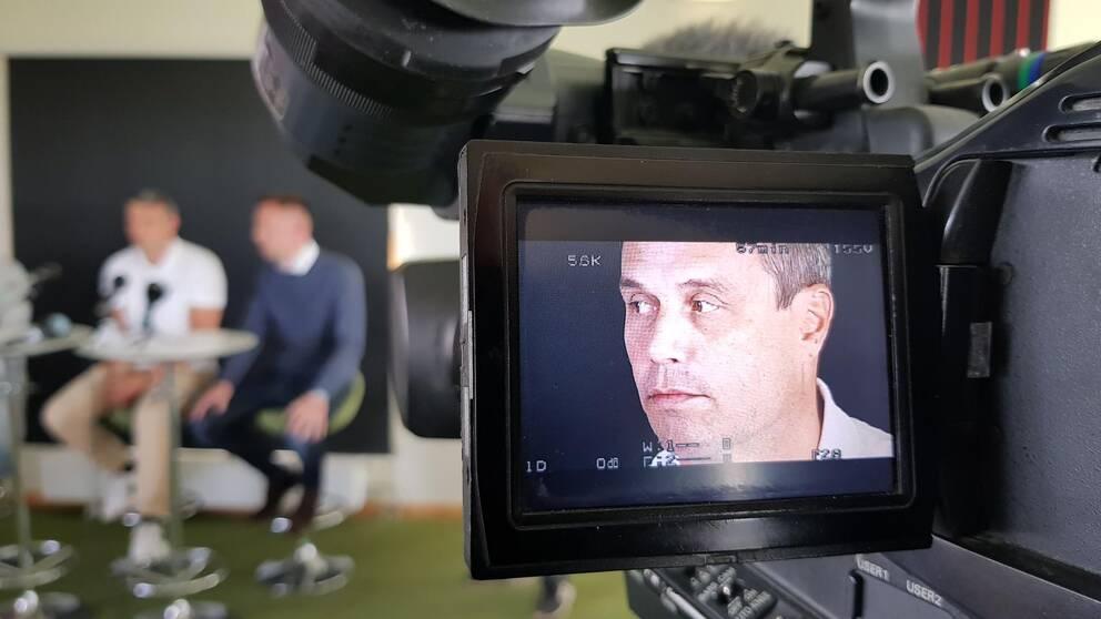 närbild på Kindberg syns på skärm på filmkamera