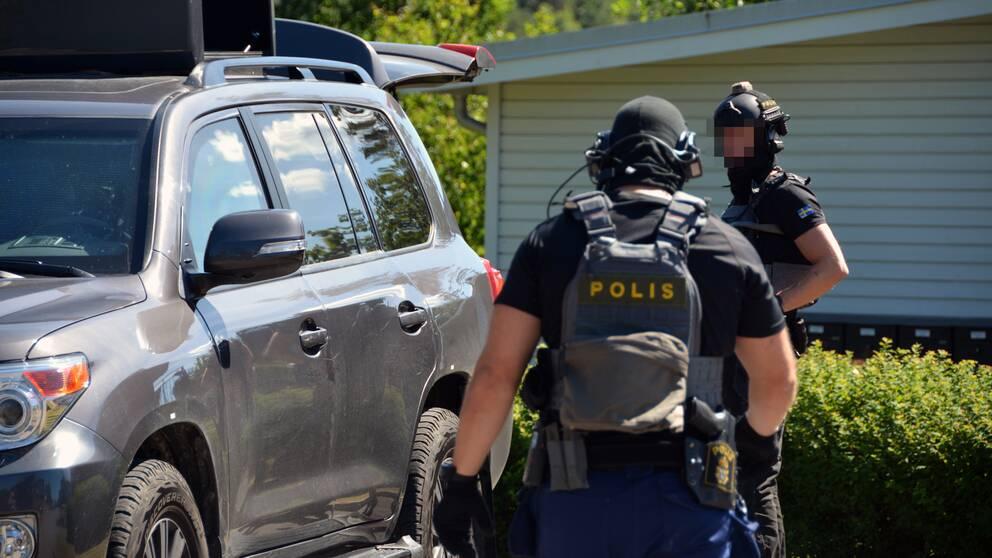 Svart att locka kvinnor till polisens insatsstyrkor