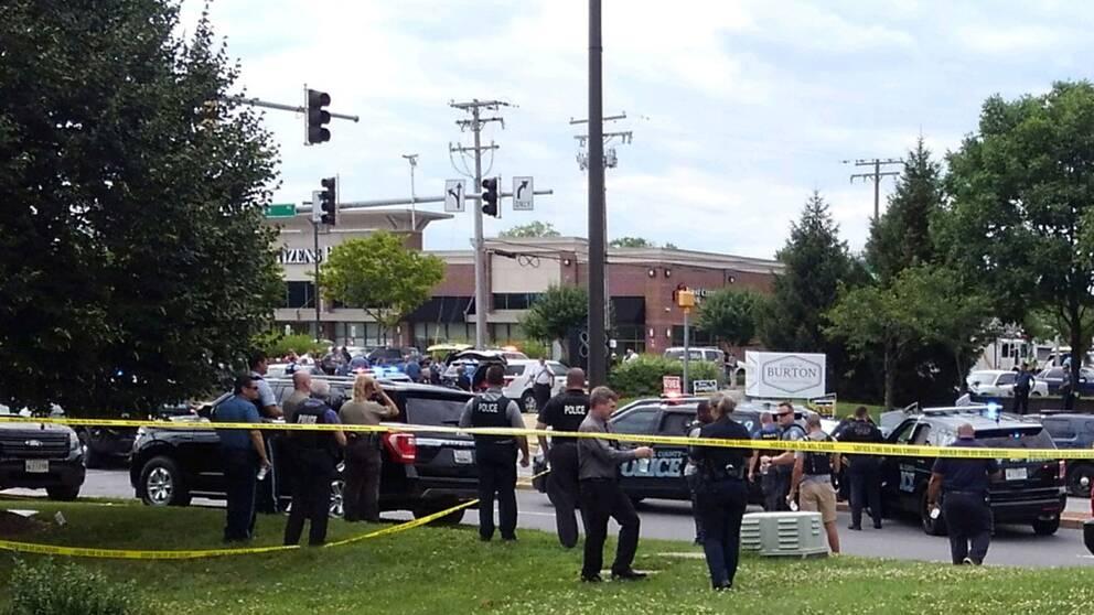 Polisinsats utanför redaktionen i Annapolis
