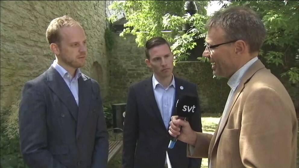 Pontus Mattsson leder diskussion mellan Gustav Casselstrand, Alternativ för Sverige, och Ilan Sadé, partiledare Medborgerlig samling.