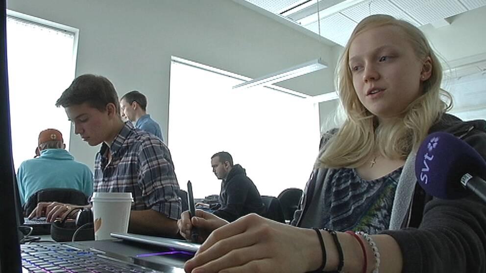 På Campus Gotlands finns en av Sveriges mest renommerade utbildningar i speldesign. Många av de cirka 150 studerande drömmer om att få vara med och utveckla framtidens spel.
