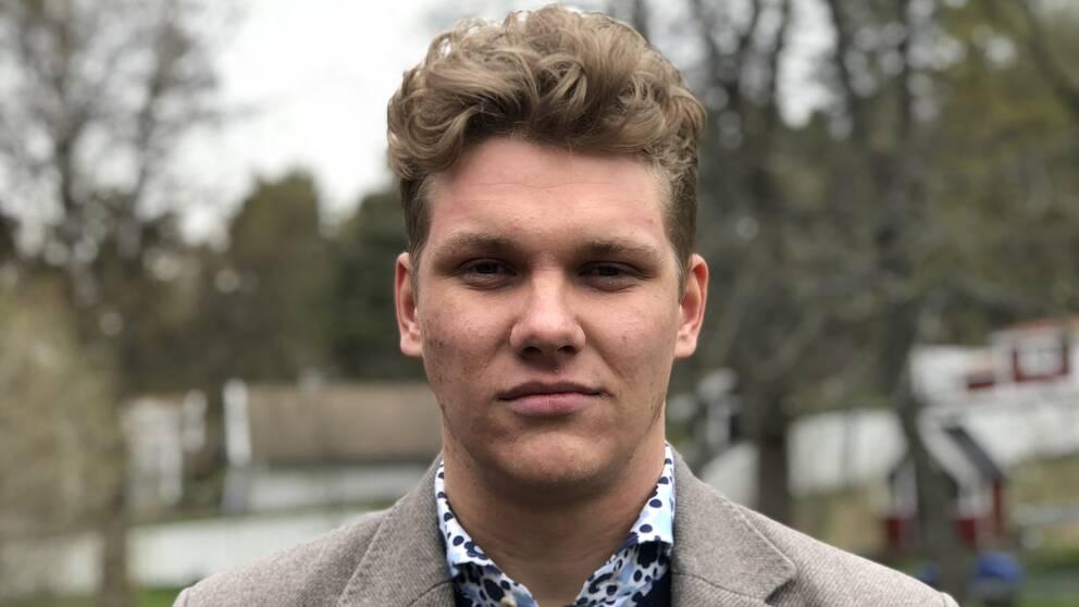 Kunskapen om psykisk ohälsa måste öka, anser Isak, 20, som själv har erfarenhet av ångest och depression.