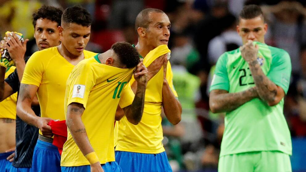 Brasilien deppar efter att ha blivit utslaget ur VM.