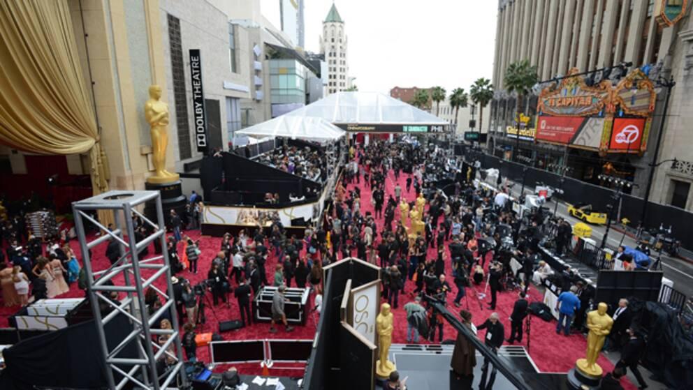 Preparationer inför den 86:e Oscarsgalan utanför the Dolby Theatre i Los Angeles.