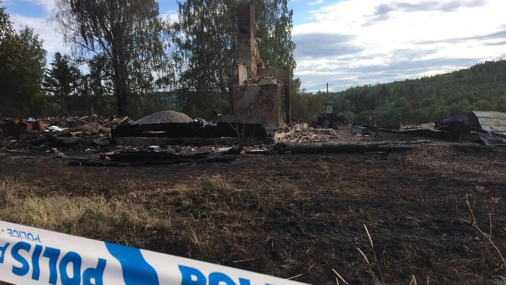 Flera hus brann utanfr Srker gasflaska riskerade explodera