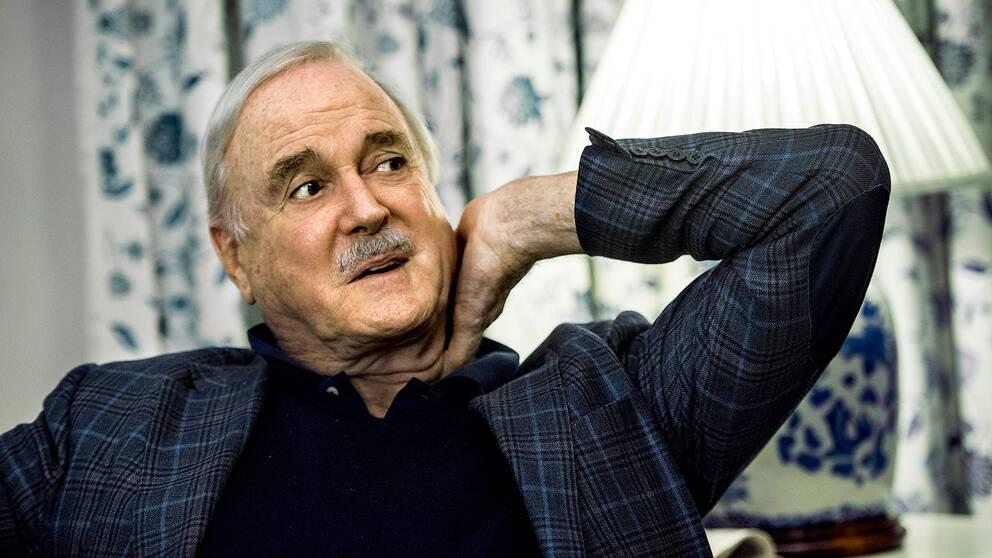 78-årige John Cleese lämnar Storbritannien för att bosätta sig i Saint Kitts och Nevis, i Västindien.