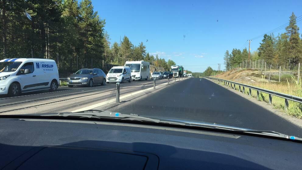 Olycka mellan bil och langtradare