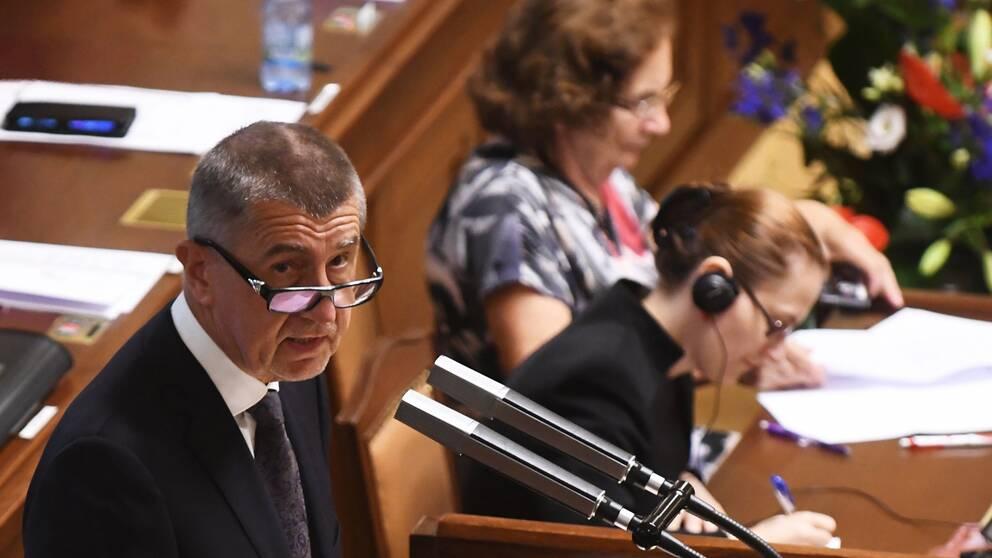Andrej Babis när han talade inför det tjeckiska parlamentet under natten till torsdagen.