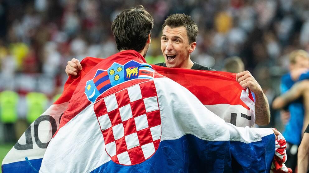 Hjälten Mario Mandžukić jublar efter att Kroatien säkrat finalplatsen.