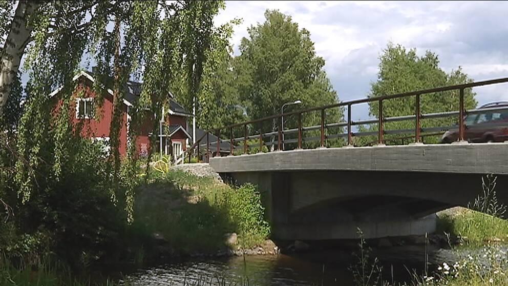 Den nya bron över Flottningskanalen i Torsång.