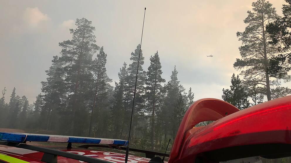 Kraftig rökutveckling vid skogsbranden vid ett skjutfält i Älvdalen fredag kväll.