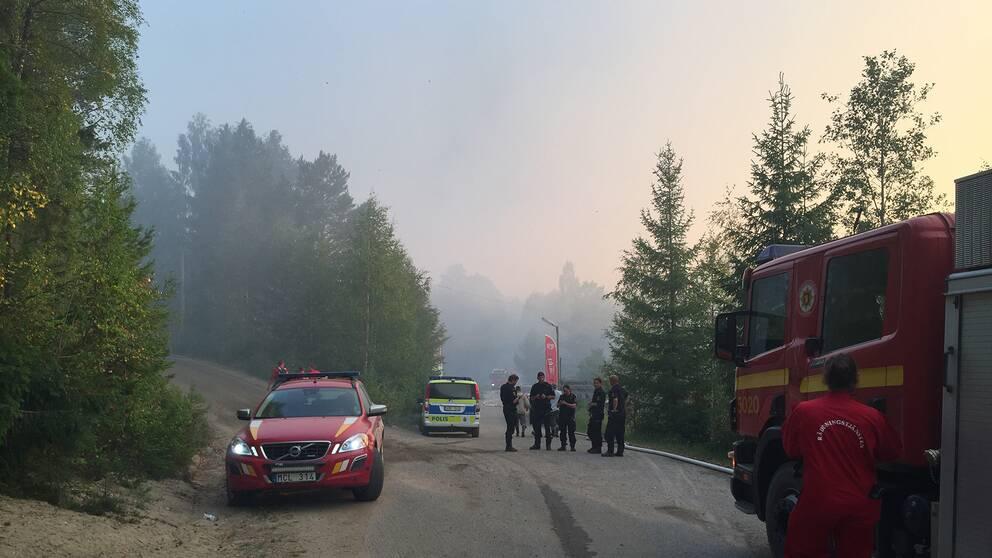 SVT:s team är på plats vid branden.