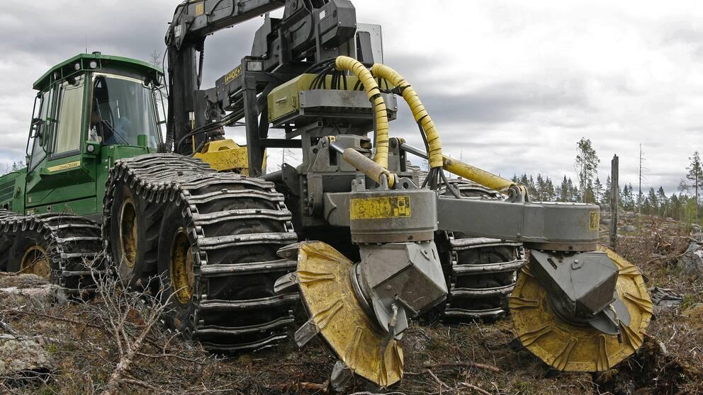 De markberedare som används vid plantering av nya skogsplantor kan inte användas på grund av risk för gnistbildning och skogsbrand.