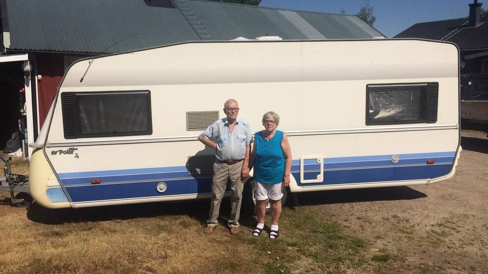 Evert och Eivor fick fly sitt familjehem.
