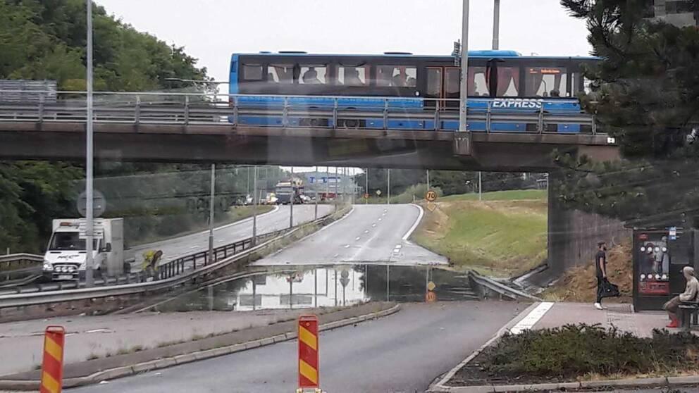 Översvämmad viadukt.