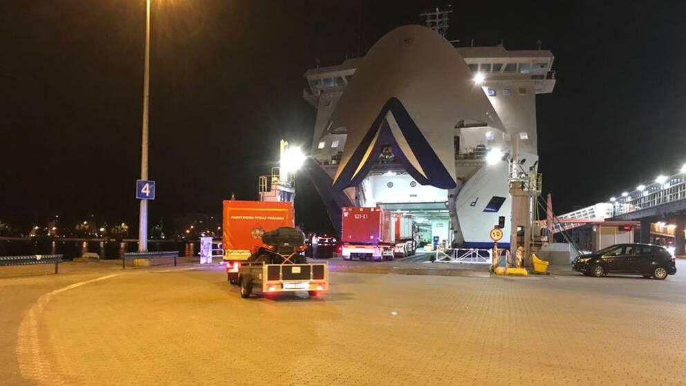 Brandbilarna lämnade Polen under fredagskvällen.