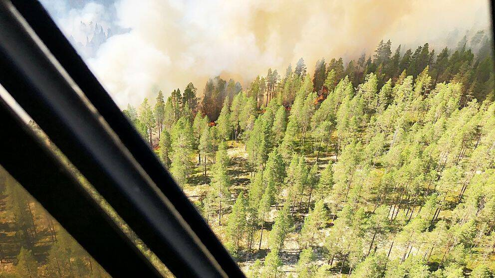 Räddningspersonal räddades med helikopter