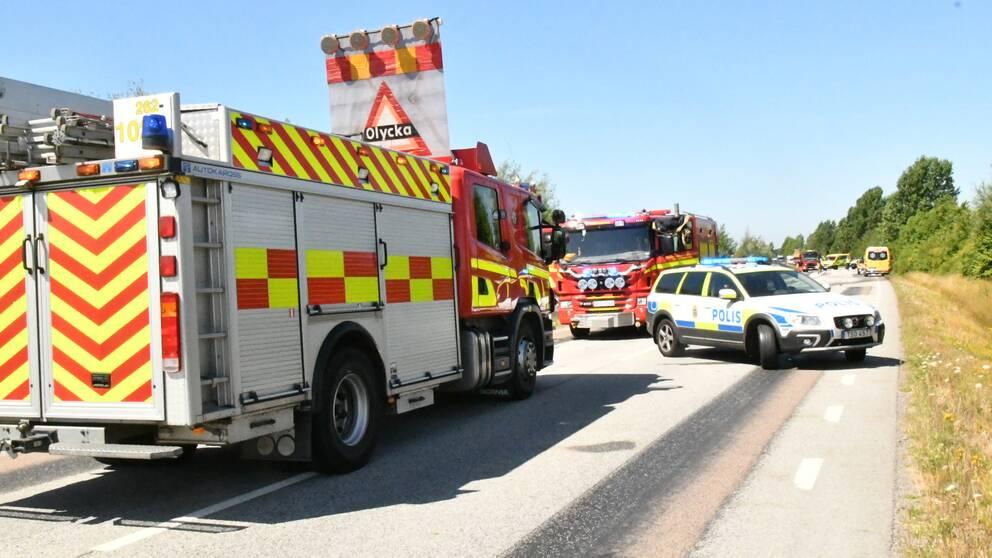 En dod och flera skadade i trafikolycka