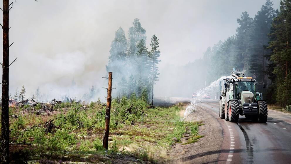 Flera hektar mark forstordes i brand