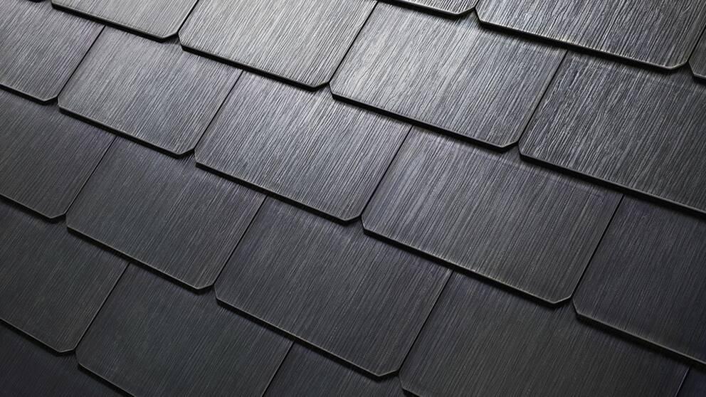 Olika typer av takpannor med inbyggda solceller säljs i USA. Även i Sverige finns soltakpannor att köpa.