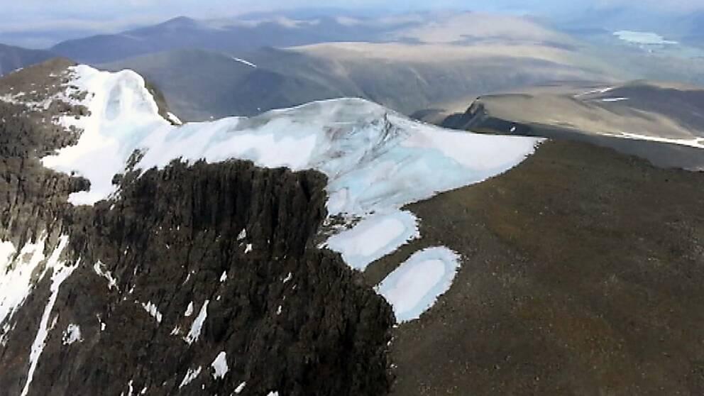 Kebnekaises sydtopp inte längre högsta toppen i Sverige.