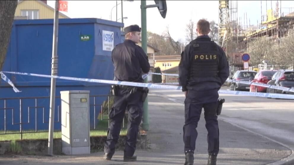 poliser på brottsplatsen i Värnamo