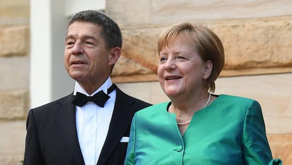 Vid Wagnerfestivalen i Bayreuth syntes Joachim Sauer tillsammans med sin fru Angela Merkel.