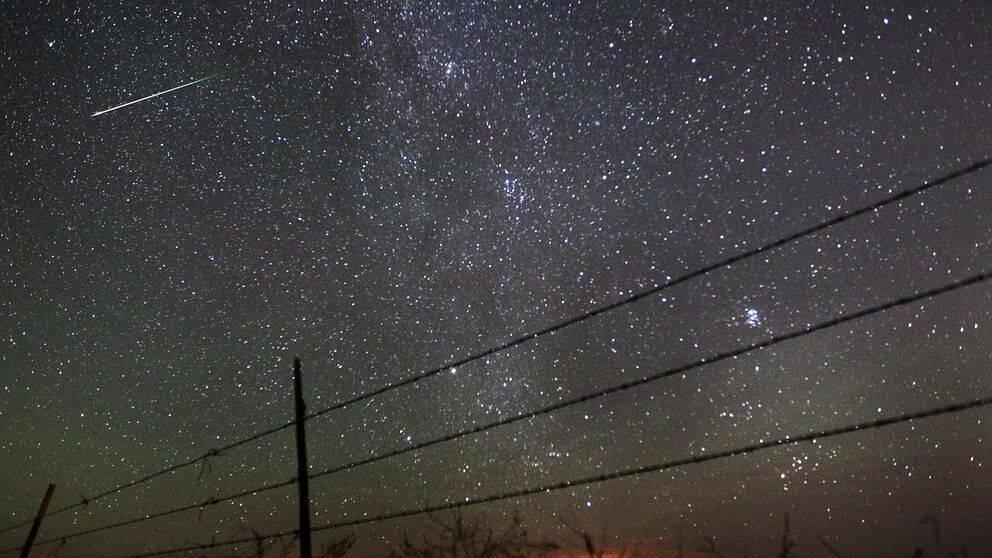 Stjärnhimmel med stjärnfall.