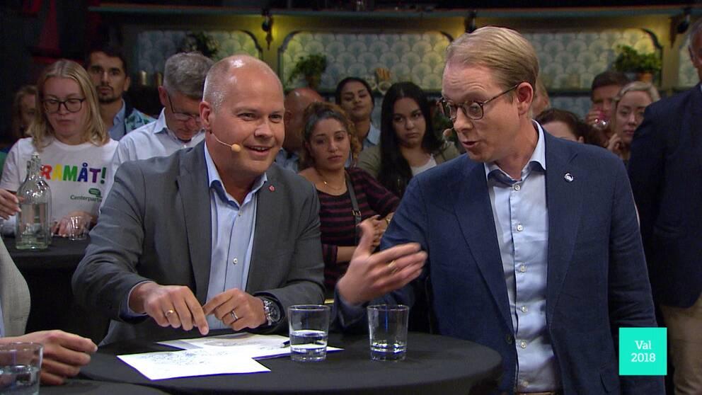 Morgan Johansson (S) och Tobias Billström (M).