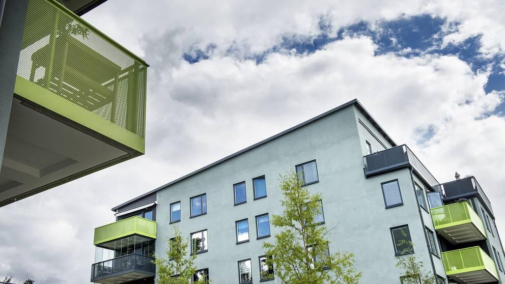 Två bostadshus med lägenheter