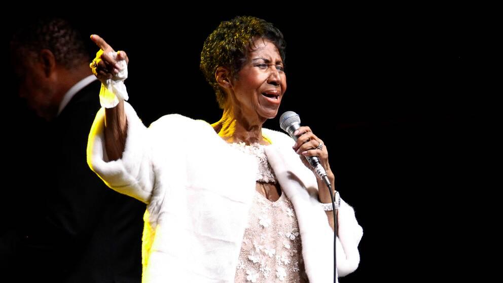 Sångerskan Aretha Franklin på scen.