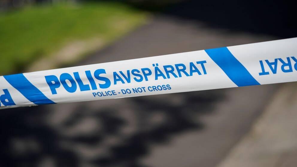 plastband med texten POLIS avspärrat