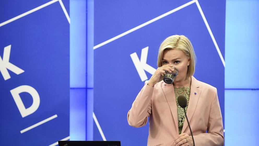 Kristdemokraternas partiedare Ebba Busch Thor presenterar partiets valmanifest under en pressträff i Riksdagens presscenter
