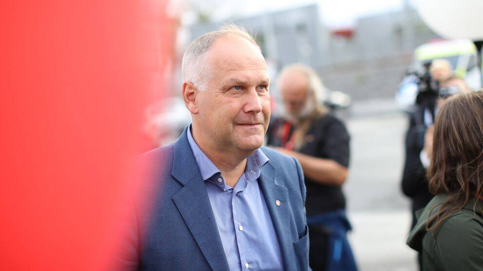 Reinfeldt vill behalla varnskatten