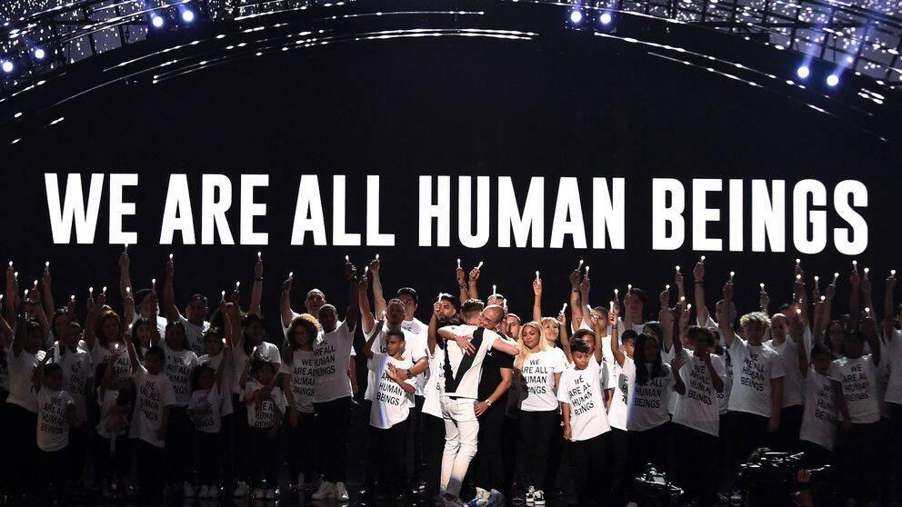 Ryan Tedder och Logic genomförde ett politiskt laddat framträdande under MTV-galan.