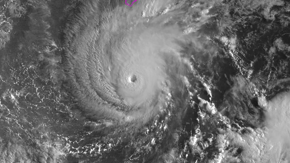 """Sattelitbild på orkanen """"Lane"""" medan den närmar sig Hawaii."""