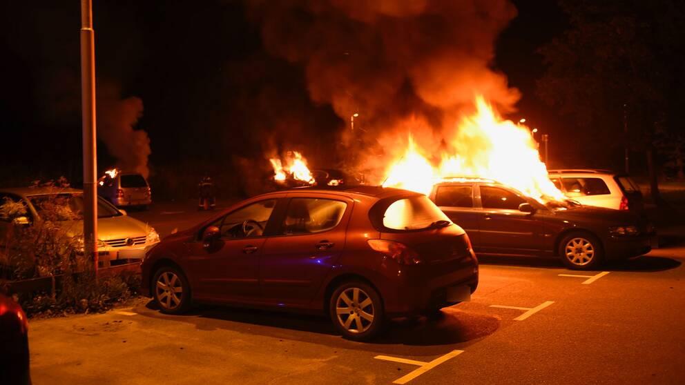 Brinnande bilar i Kristianstad