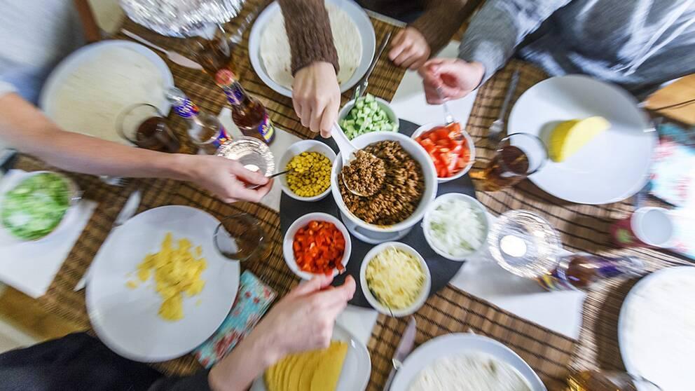 En tredjedel av all mat kastas. Enkla grepp som mindre storlek på tallriken kan minska matsvinnet.