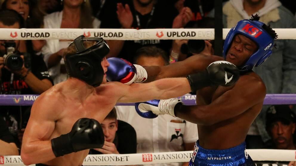 Youtube-stjärnorna Paul Logan och KSI slår varandra i boxningsringen.