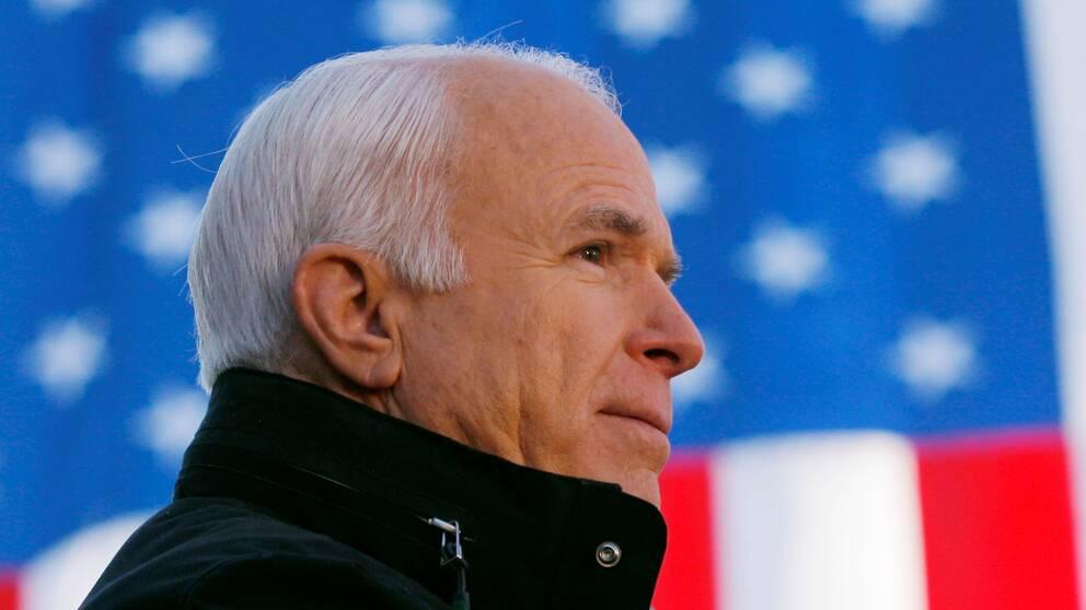 I juli 2017 meddelade John McCain att han hade drabbats av en aggressiv hjärntumör.Han avled i sitt hem i Arizona under lördagen.