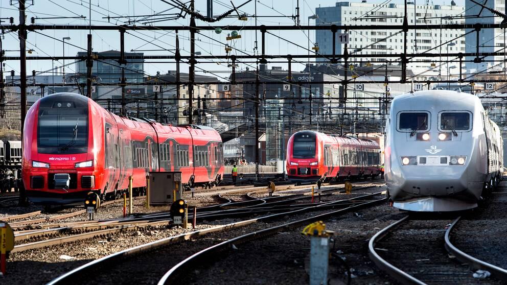 Västra stambanan, ett av landets hårdast trafikerade järnvägsstråk, har rustats upp i sommar, vilket inneburit färre avgångar mellan Stockholm och Göteborg. Arkivbild.