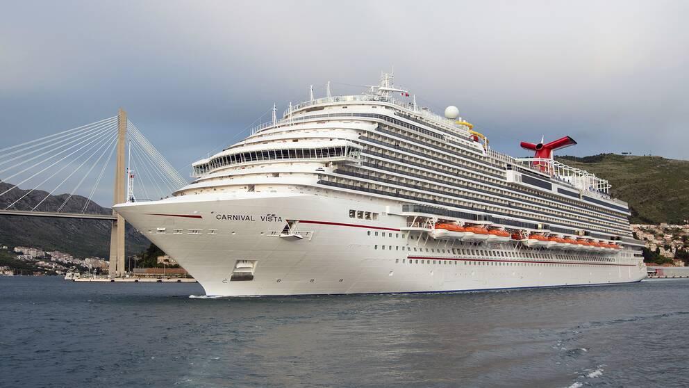 Ett kryssningsfartyg i hamnen i kroatiska Dubrovnik.