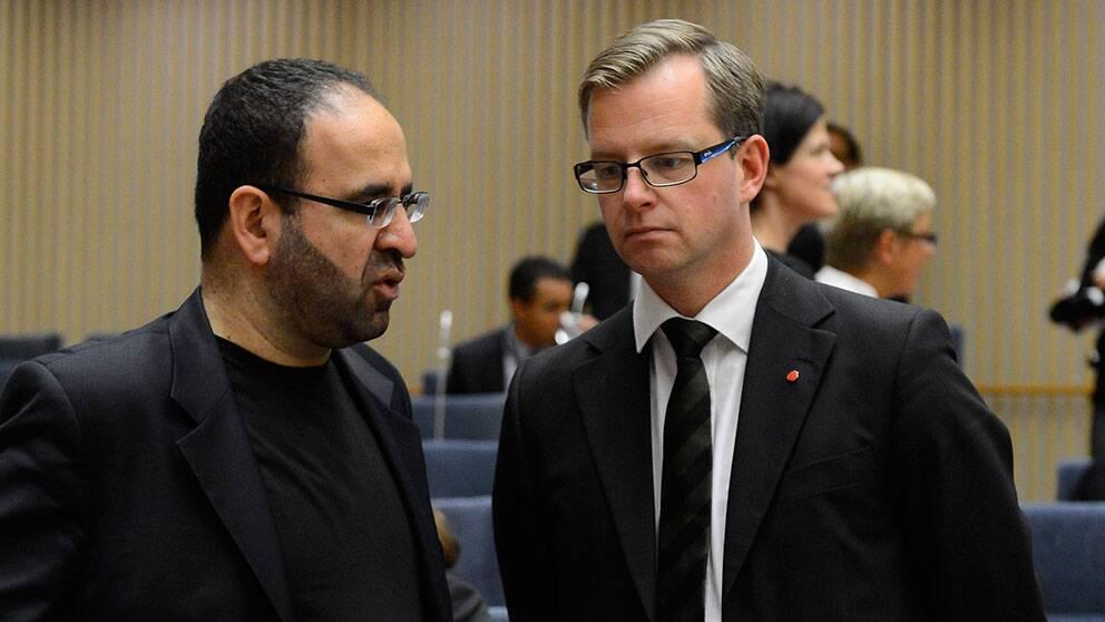 Mehmet Kaplan (MP) är gruppledare för Miljöpartiet, här tillsammans med kollegan i Socialdemokraterna, Mikael Damberg.
