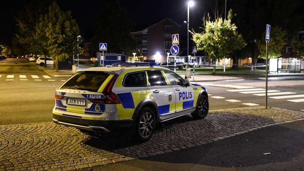 Två personer fick föras till sjukhus efter att en bilförare avsiktligen kört på flera personer i centrala Kristianstad.