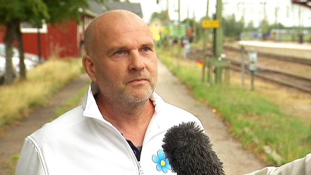 Runar Filper säger att de personer som blivit uteslutna inte följt partiets kommunikationsplan
