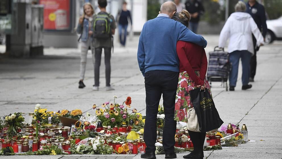 I staden Chemnitz i Sachsen väntas nya demonstrationer efter söndagens knivdåd då en 35-årig man dödades.